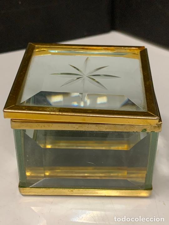 Antigüedades: Preciosa cajita de cristal biselado, ideal para joyas, reliquias, rosarios... - Foto 2 - 222388348
