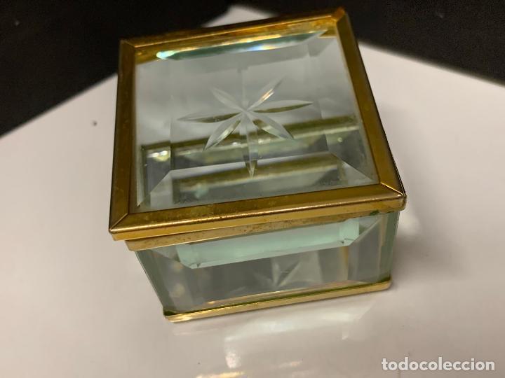 Antigüedades: Preciosa cajita de cristal biselado, ideal para joyas, reliquias, rosarios... - Foto 6 - 222388348