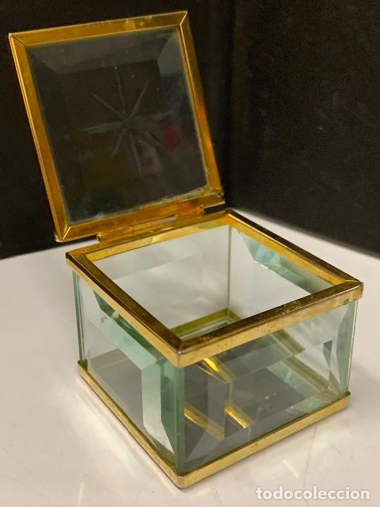 Antigüedades: Preciosa cajita de cristal biselado, ideal para joyas, reliquias, rosarios... - Foto 8 - 222388348