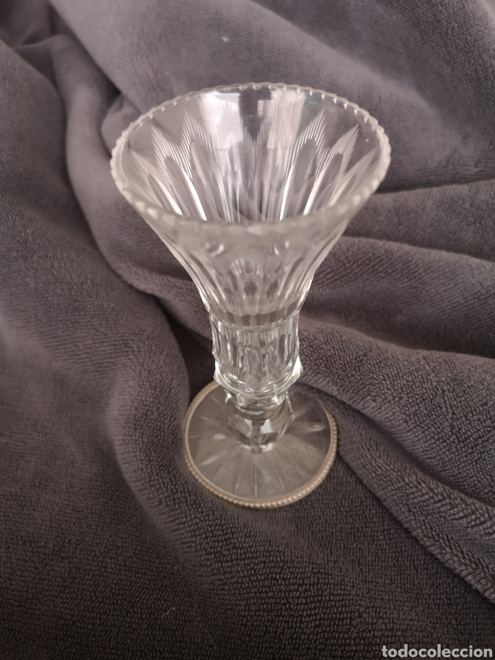 PRECIOSO Y ANTIGUO FLORERO DE CRISTAL DE BOHEMIA TALLADO CON FILO EN LA BASE DE PLATA (Antigüedades - Cristal y Vidrio - Bohemia)