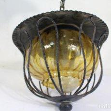 Antigüedades: LAMPARA FAROL DE TECHO EN HIERRO DE FORJA Y TULIPA DE CRISTAL AMBAR. Lote 222407613