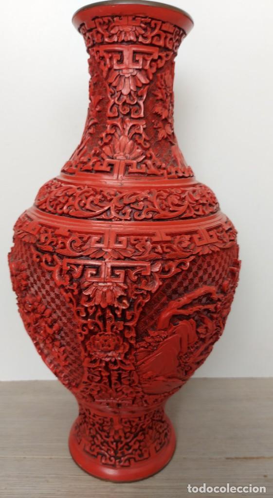 Antigüedades: ANTIGUO Y PRECIOSO JARRON CHINO EN LACA ROJA CINABRIO TALLADA CHINA - ESPECTACULAR GRAN TAMAÑO 38 CM - Foto 10 - 222411350