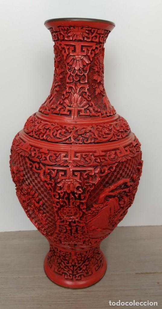Antigüedades: ANTIGUO Y PRECIOSO JARRON CHINO EN LACA ROJA CINABRIO TALLADA CHINA - ESPECTACULAR GRAN TAMAÑO 38 CM - Foto 11 - 222411350