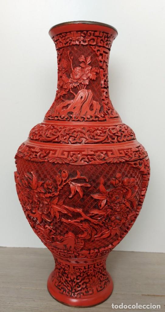 Antigüedades: ANTIGUO Y PRECIOSO JARRON CHINO EN LACA ROJA CINABRIO TALLADA CHINA - ESPECTACULAR GRAN TAMAÑO 38 CM - Foto 12 - 222411350