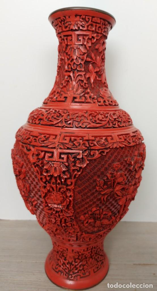 Antigüedades: ANTIGUO Y PRECIOSO JARRON CHINO EN LACA ROJA CINABRIO TALLADA CHINA - ESPECTACULAR GRAN TAMAÑO 38 CM - Foto 17 - 222411350