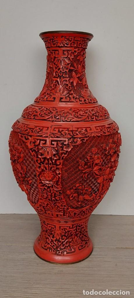 Antigüedades: ANTIGUO Y PRECIOSO JARRON CHINO EN LACA ROJA CINABRIO TALLADA CHINA - ESPECTACULAR GRAN TAMAÑO 38 CM - Foto 18 - 222411350