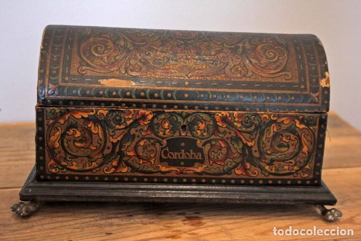 Antigüedades: Hijos de Luca de Tena, preciosa caja / cofre antigua. Cordóba, Águila bicéfala. Lujo - Foto 2 - 222443312