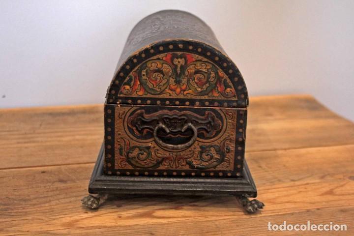 Antigüedades: Hijos de Luca de Tena, preciosa caja / cofre antigua. Cordóba, Águila bicéfala. Lujo - Foto 3 - 222443312