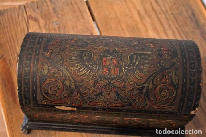 Antigüedades: Hijos de Luca de Tena, preciosa caja / cofre antigua. Cordóba, Águila bicéfala. Lujo - Foto 6 - 222443312