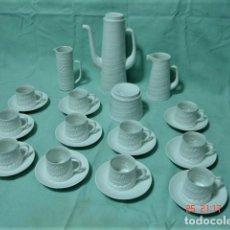 Antigüedades: JUEGO DE CAFÉ/TÉ DE PORCELANA FINA BLANCA MARCA CASTRO SARGADELOS PARA 11 SERVICIOS. Lote 222445677