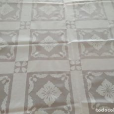 Antigüedades: MANTEL ANTIGUO HILO FINO Y PUNTILLA. Lote 222461481