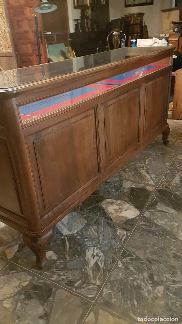 Antigüedades: MOSTRADOR VITRINA JOYERIA ANTIGUA Joyería de nogal se puede retirar Galapagar Madrid - Foto 15 - 222464343