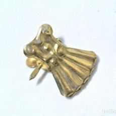 Antigüedades: PINZA PARA CORTINA ANTIGUA, COLOR ORO. Lote 222468213