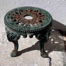 Antigüedades: PIE O BASE DE HIERRO FUNDIDO PARA JARDÍN.. Lote 222492142