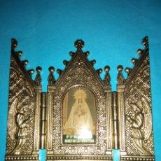 Antigüedades: TRIPTICO DE METAL DE 10X11CM DE LA VIRGEN NUESTRA SEÑORA DE LA MERCE (JEREZ DE LA FRONTERA). Lote 222494027