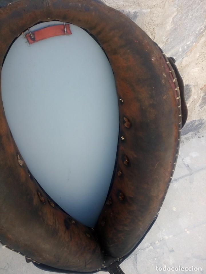 Antigüedades: Antigua cuellera de caballo transformada en espejo,de cuero y hierro ,con cadenas.muy decorativo - Foto 13 - 222496567