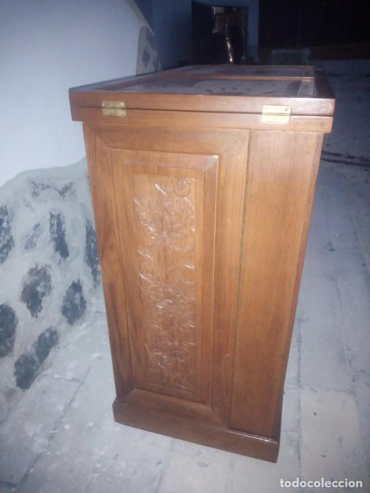 Antigüedades: Excelente mueble bar de madera de nogal tallado,desplegable se hace barra.muchos departamentos - Foto 5 - 222515668