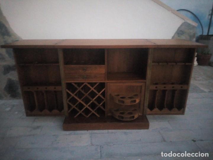 Antigüedades: Excelente mueble bar de madera de nogal tallado,desplegable se hace barra.muchos departamentos - Foto 7 - 222515668