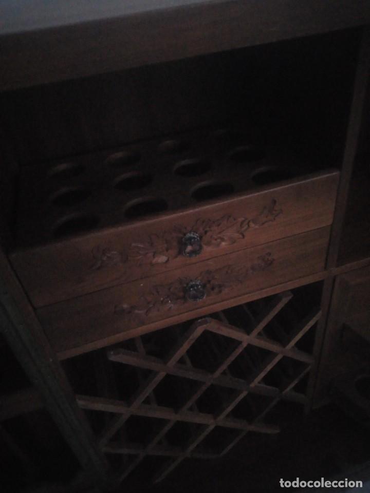Antigüedades: Excelente mueble bar de madera de nogal tallado,desplegable se hace barra.muchos departamentos - Foto 11 - 222515668