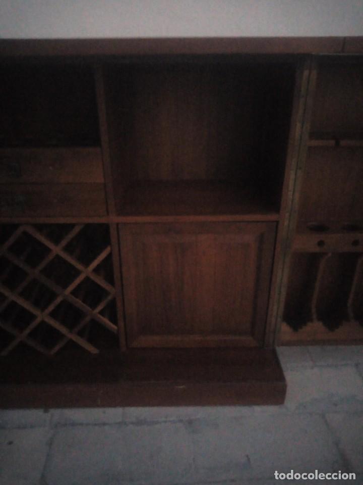 Antigüedades: Excelente mueble bar de madera de nogal tallado,desplegable se hace barra.muchos departamentos - Foto 13 - 222515668