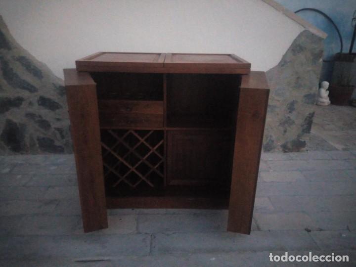Antigüedades: Excelente mueble bar de madera de nogal tallado,desplegable se hace barra.muchos departamentos - Foto 15 - 222515668
