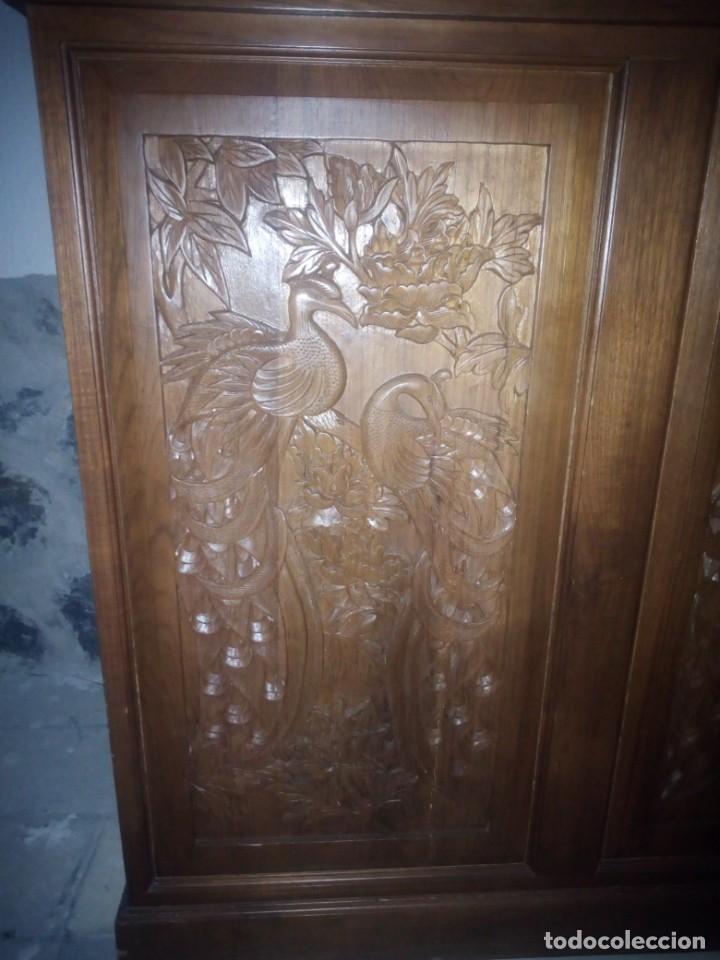 Antigüedades: Excelente mueble bar de madera de nogal tallado,desplegable se hace barra.muchos departamentos - Foto 21 - 222515668