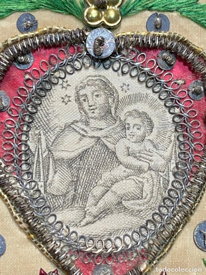 ESCAPULARIO BORDADO IMPRESO VIRGEN CARMEN NIÑO SEDA BORDADA LENTEJUELAS S XVIII 7,5X6CMS (Antigüedades - Religiosas - Escapularios Antiguos)