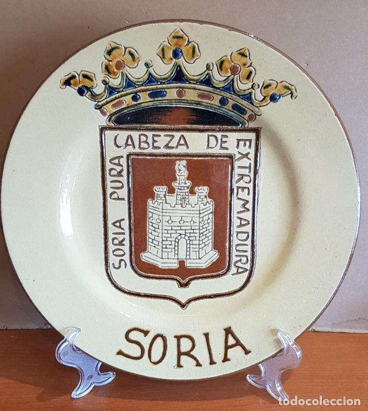 EXCELENTE PLATO DE CERÁMICA / SORIA PURA CABEZA DE EXTREMADURA / 30 CM Ø / PERFECTO. (Antigüedades - Hogar y Decoración - Platos Antiguos)