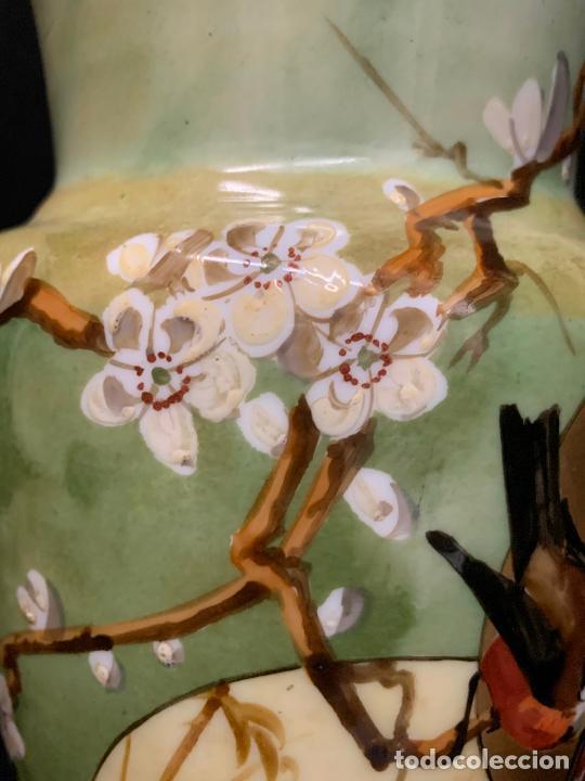 Antigüedades: Excepcional jarron antiguo de opalina pintado a mano. 30cms. Leer mas... - Foto 8 - 222557777