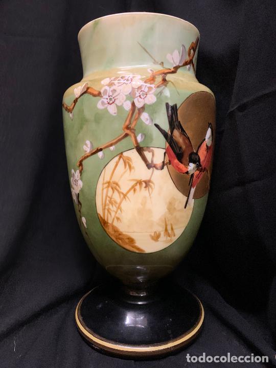 Antigüedades: Excepcional jarron antiguo de opalina pintado a mano. 30cms. Leer mas... - Foto 11 - 222557777