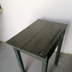 Antigüedades: ANTIGUO ESCRITORIO DE ESCUELA. Lote 222604412
