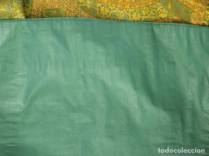 Antigüedades: Dos dalmáticas confeccionadas en seda color verde y damascos en hilo de seda dorado. Pps. S. XX. - Foto 20 - 156001494