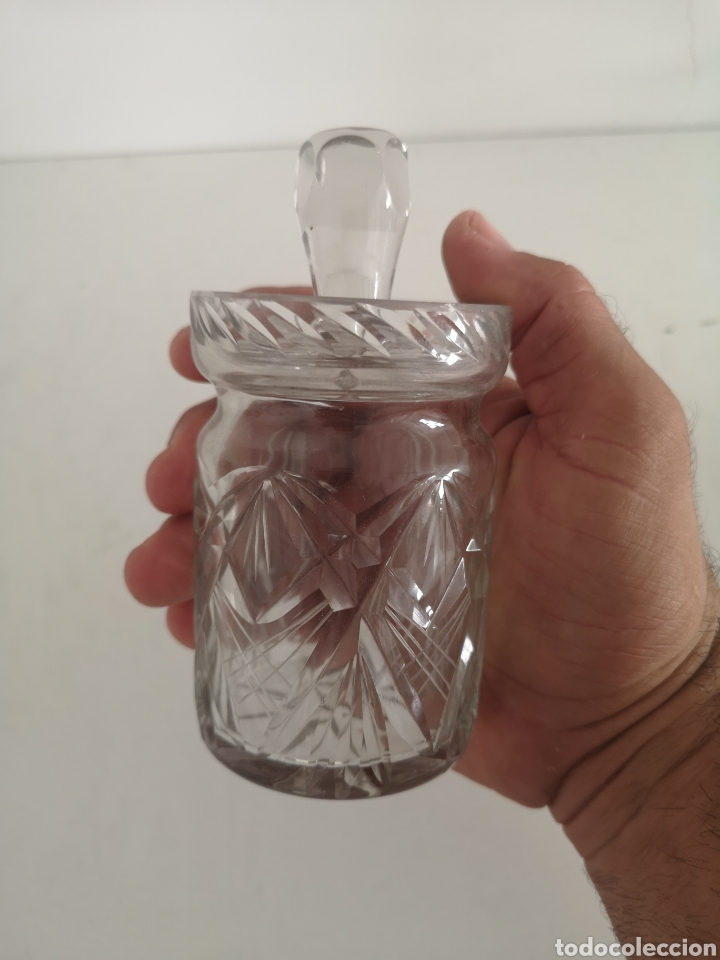 Antigüedades: Precioso y antiguo tarro bote algodonero de cristal de bohemia tallado - Foto 2 - 222619142