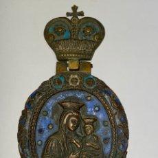 Antigüedades: MEDALLON RELIGIOSO DE BRONCE ESMALTADO, VIRGEN CON EL NIÑO. S.XVIII O ANTERIOR.. Lote 222623940