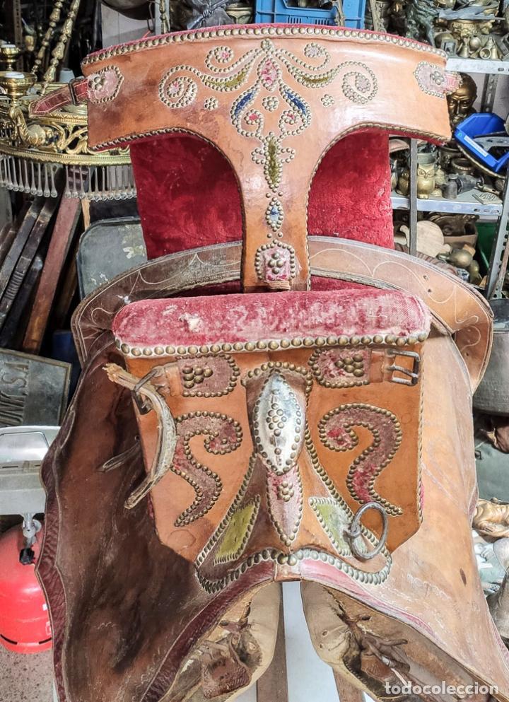 Antigüedades: EXCELENTE SILLA DE MONTAR CABALLO DE MUJER S.XVIII - Foto 3 - 222626265