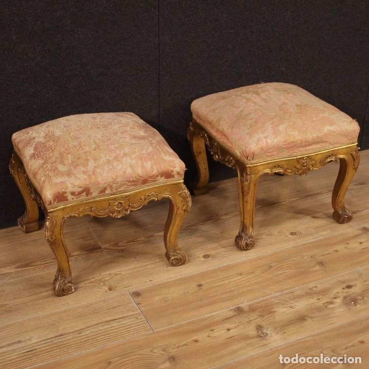 PAR DE REPOSAPIÉS ITALIANOS DORADOS (Antigüedades - Muebles Antiguos - Sillas Antiguas)