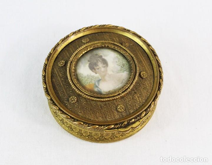 JOYERO EN BRONCE CON MINIATURA PINTADA Y FIRMADA CA 1890 - A BRASS JEWEL BOX WITH MINIATURE PAINTING (Antigüedades - Hogar y Decoración - Cajas Antiguas)