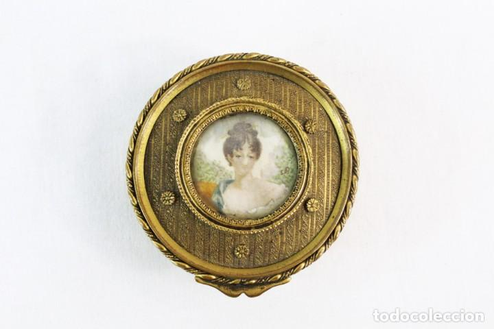 Antigüedades: Joyero en bronce con miniatura pintada y firmada ca 1890 - A brass jewel box with miniature painting - Foto 2 - 222643708