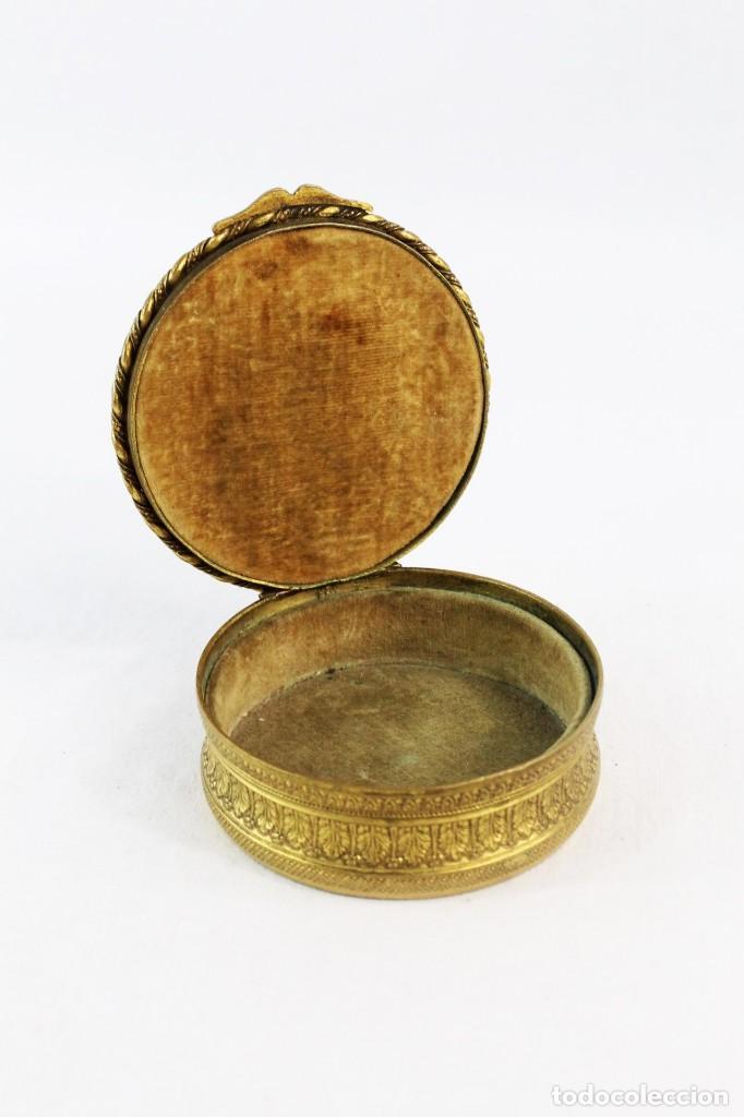 Antigüedades: Joyero en bronce con miniatura pintada y firmada ca 1890 - A brass jewel box with miniature painting - Foto 4 - 222643708