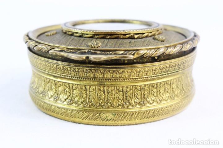 Antigüedades: Joyero en bronce con miniatura pintada y firmada ca 1890 - A brass jewel box with miniature painting - Foto 7 - 222643708
