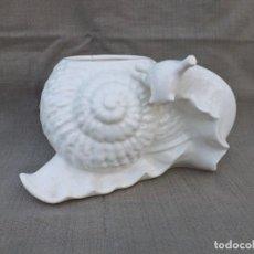 Antigüedades: MACETERO DE CERÁMICA DE MANISES FORMA DE CARACOL. Lote 222644026