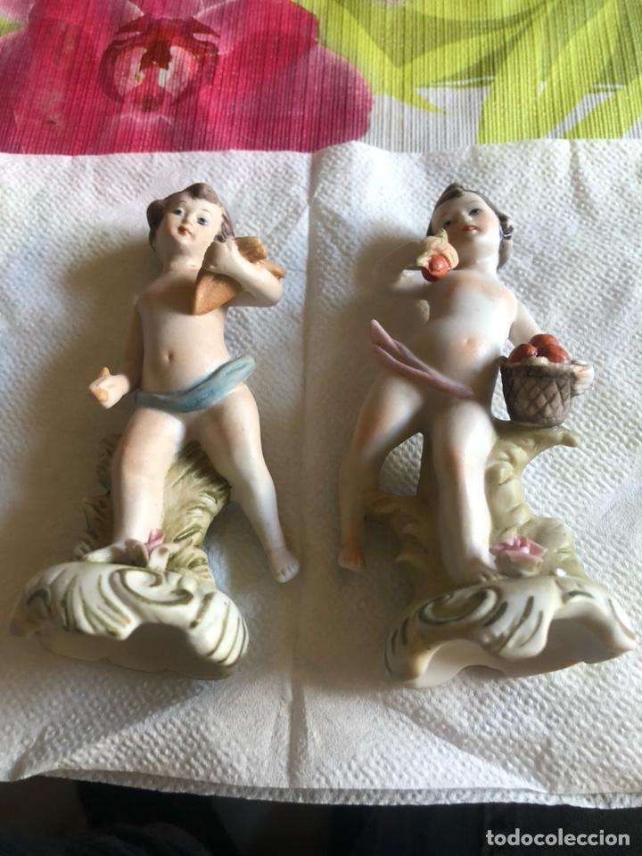 Antigüedades: Lote de 2 figuritas tipo biscuit, marcajes a identificar - Foto 2 - 222644921