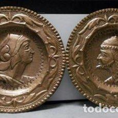 Antigüedades: DOS PLATOS DE METAL DECORATIVO CON RELIEVE PARA PARED - PLATO-11. Lote 222650363