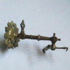 Antigüedades: ANTIGUO APLIQUE DE LUZ DE GAS CON PORTATULIPAS.DE LATON.LAMPARA DE GAS MODERNISTA.. Lote 222669165