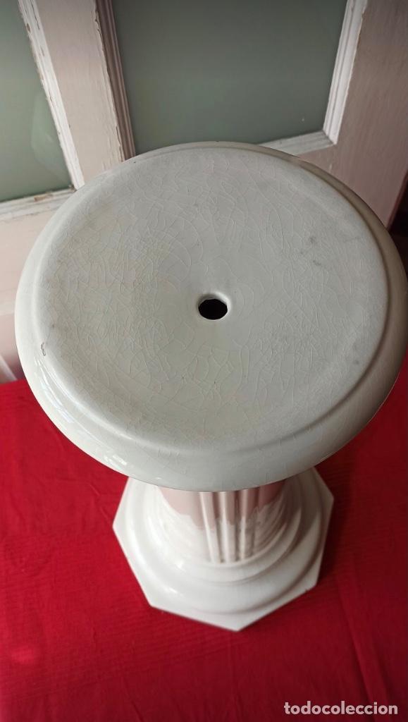 Antigüedades: Gran Columna de Porcelana Para Colocar Macetas - Foto 2 - 263251825