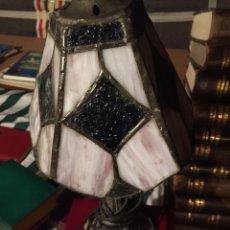 Antigüedades: LÁMPARA DE NOCHE TIPO TIFFANY DE PLOMO CRISTAL OPALINA. Lote 222692480