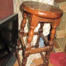 Antigüedades: TABURETE BANQUETA ANTIGUA MADERA DE BAR O MESON IDEAL PARA COCINA. Lote 222727990
