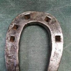 Antigüedades: BONITA HERRADURA BASTANTE MÁS GRUESA DE LO NORMAL. Lote 222751610