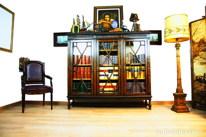 Antigüedades: Bella vitrina librería en madera noble. Cristales originales. 160 cm de alto x 173 cm de ancho. - Foto 2 - 222761766