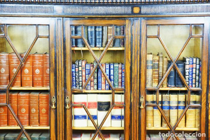 Antigüedades: Bella vitrina librería en madera noble. Cristales originales. 160 cm de alto x 173 cm de ancho. - Foto 4 - 222761766